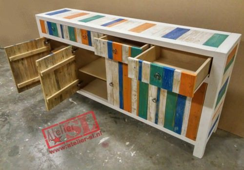 Prachtig en apart sloophout meubel naar uw wens op maat gemaakt. Afmetingen: 200 x 95 x 45 cm. (B x H x D).. Het dressoir heeft 4 deuren en 4 lades. Een meubel met een natuurlijke en robuuste uitstraling. Indeling naar eigen wens. Info: info@atelier-sl.nl en www:atelier-sl.nl