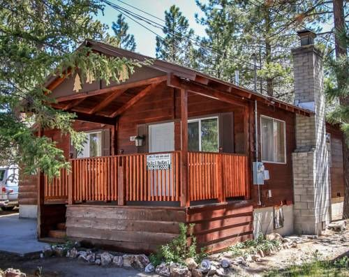 Lago del Oso Retreat Big Bear Lake (California) Featuring a barbecue, Lago del Oso Retreat is a holiday home situated in Big Bear Lake in the California Region. The property is 700 metres from Big Bear Marina and features views of the mountain.