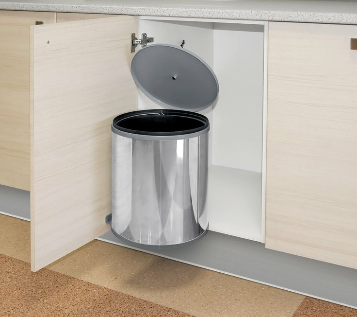 AKI Bricolaje, jardinería y decoración.  Cubo de basura para interior mueble  Cubo especial interior mueble. La tapa se levanta al abrir la puerta del mueble de cocina.