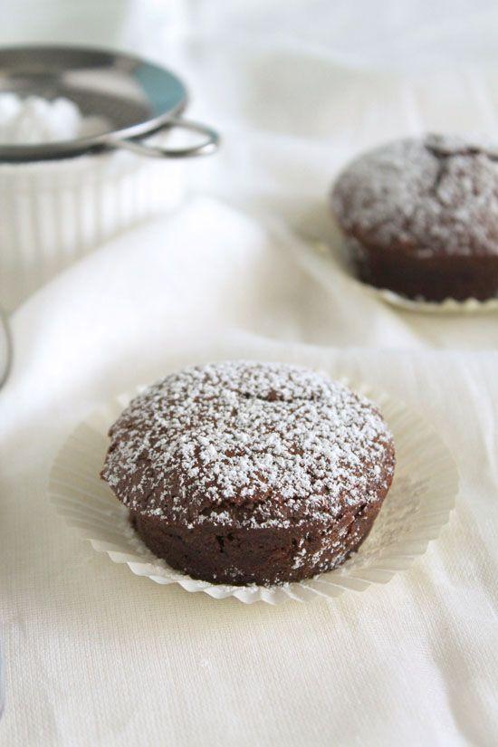 Σοκολατένια υγρά κεκάκια χωρίς ζάχαρη