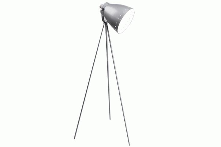 Lampe trepied argent Marilyn 153cm de hauteur. Un luminaire design et très tendance également disponible en noir et blanc.