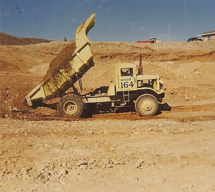 On its last job before retirement, this Leyland powered model B3FD R-15 is shown working on the Twizel hydro project in the early 1970s. The massive 'I' beam main frame is shown to good advantage in this photo