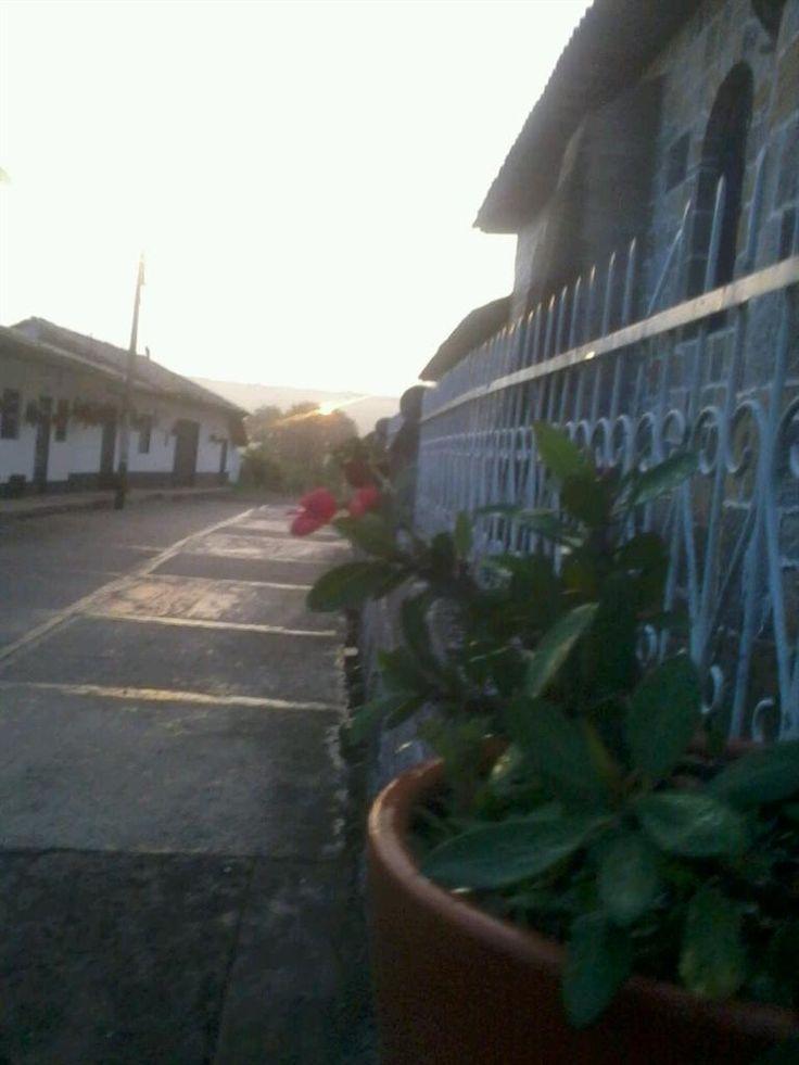 #AmanecerGpe Un nuevo día en Guadalupe Santander. #SemanaSanta #DomingodeResurreccion Cortesía: @AndrsVelasco2