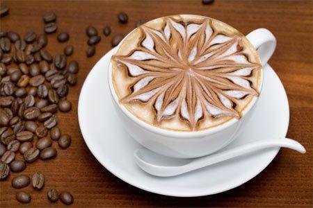 Кофе латте – кофейный напиток, состоящий из одной части кофе эспрессо, трех частей молока и небольшого количества пены. Можно посыпать тертым шоколадом.