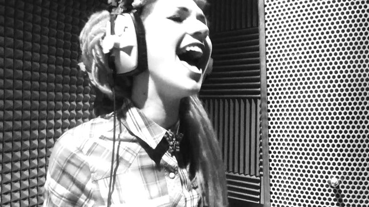 Whats Up- 4 Non Blondes Cover - Lauren Tate      Watching election returns at about 4 a.m. I ran across this. Seemed appropriate. Lauren, you got some pipes.