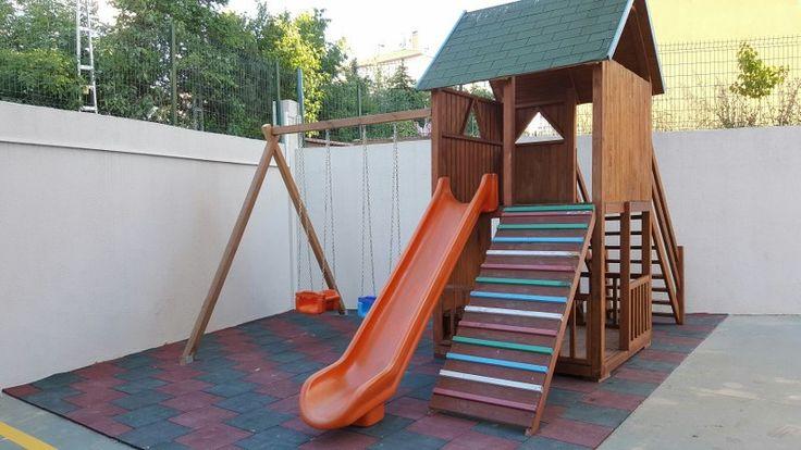 Kapladığı Alan  5 x 4 m = 20 m2 ; 1 adet oyun kulesi, korkuluklu merdiven, 1 adet uzun kaydırak ,komando tırmanma merdiveni , 2 adet salıncak, kule altı oyun alanı... 1.sınıf emperenye edilmiş ithal çam ağacı, 2 yıl montaj, 10 yıl çürümelere karşı  ahşap garantisi ,İstanbul içi nakliye montaj dahildir. İstenilen ebatlarda yapılır.     GÖKHAN BAYRAM : 0507 413 4818