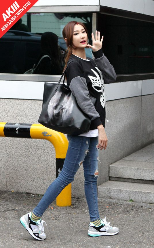 EXID LE wearing EX-9 Evolution Mint on her way to work. Sweatshirt, givenchy bag, ripped skinny jeans, striped socks and sneakers.
