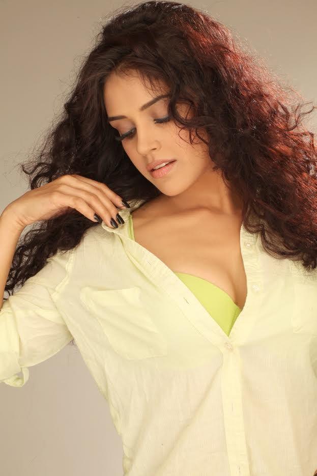Tamil Actress Piaa Bajpai Hot Photoshoot Gallery
