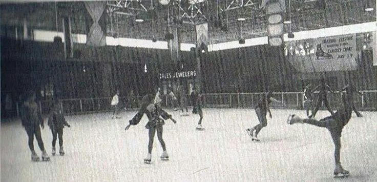 Ice skating at the plaza at lake forest   Vintage New ...
