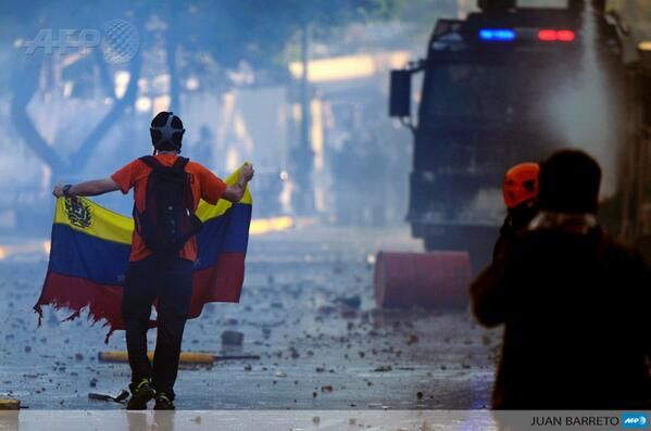 Students urge peaceful Venezuela march after violent night, by @SofiaMiselem