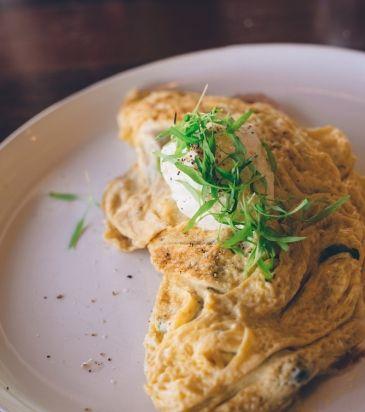 Γαλλική ομελέτα με μανιτάρια σοτέ και τυρί κρέμα