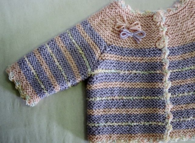 Handmade ( cardigan of cotton yarn ) for babies from 0 to 4 months.