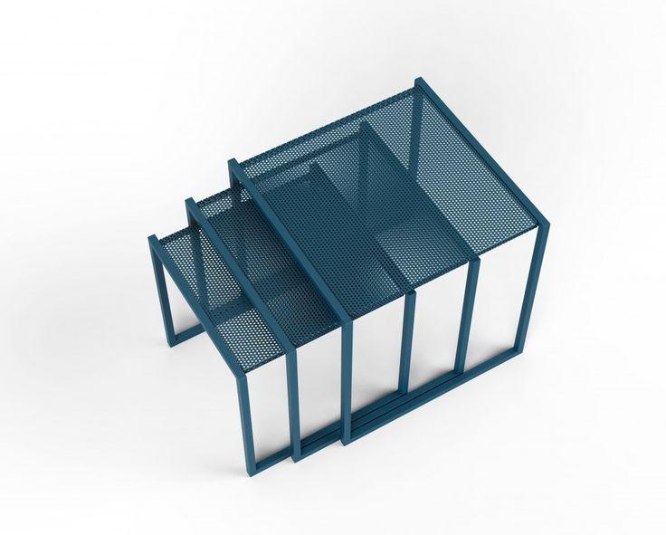Tavolini SML Covo realizzati in acciaio verniciato blue.