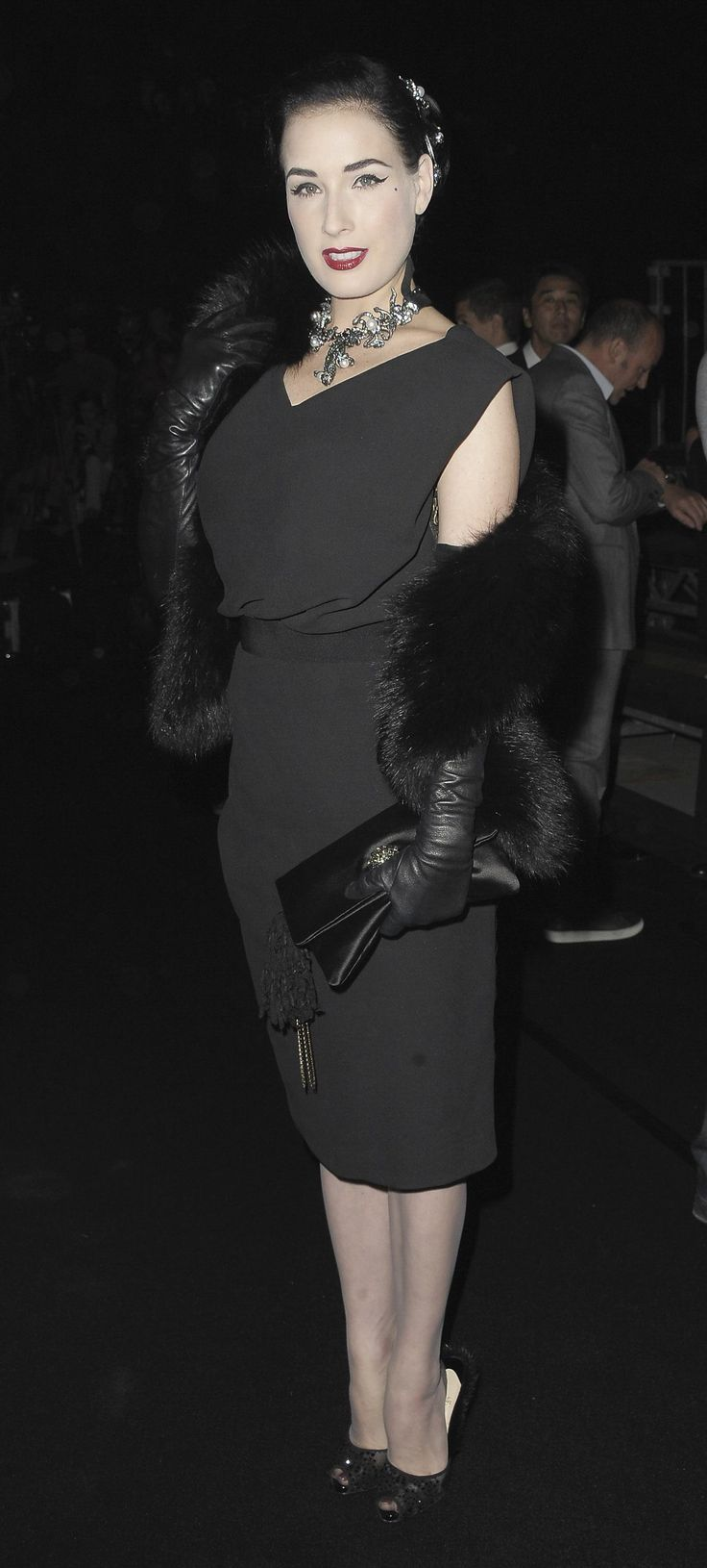 Womens petite leather gloves - Leather Enthusiast Dita Von Teese Is Often Seen Wearing Leather Of Some Type Here