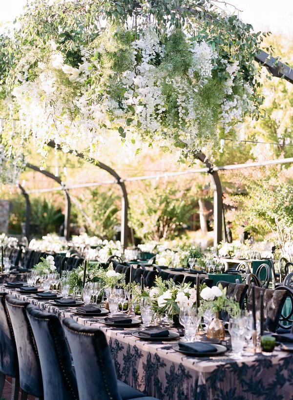 An Elegant Emerald Green And Black Wedding At The Vintage Estate Emerald Green Wedding Theme Emerald Green Weddings Green Themed Wedding