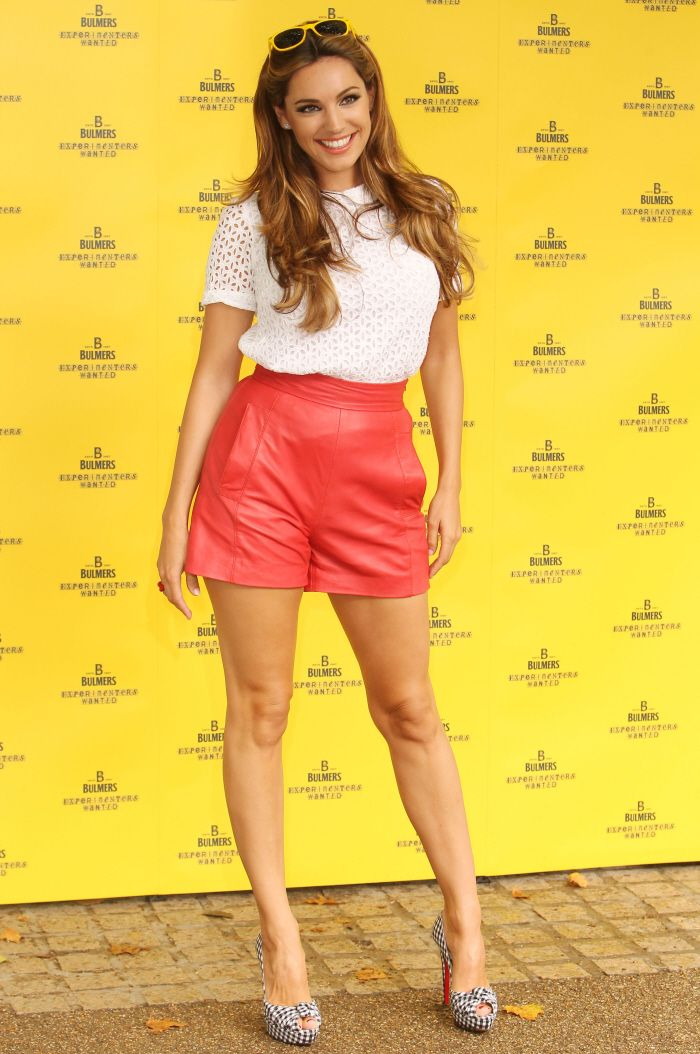 Cele|bitchy | Kelly Brook in high-waisted leather shorts: lust-killing or cute?
