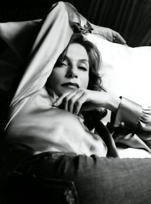 Isabelle Huppert  «Si es que hay algo por lo que vale la pena vivir, es por contemplar la belleza.»                                                                                                              Platón, El banquete