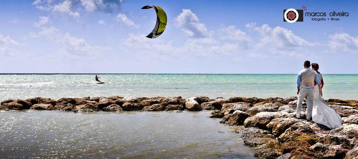 Incrível paisagem em Key West na Flórida com os noivos após o casamento.