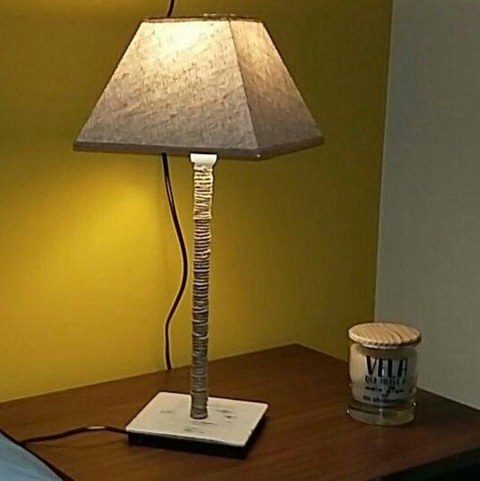 Lámpara hecha con base de Ikea