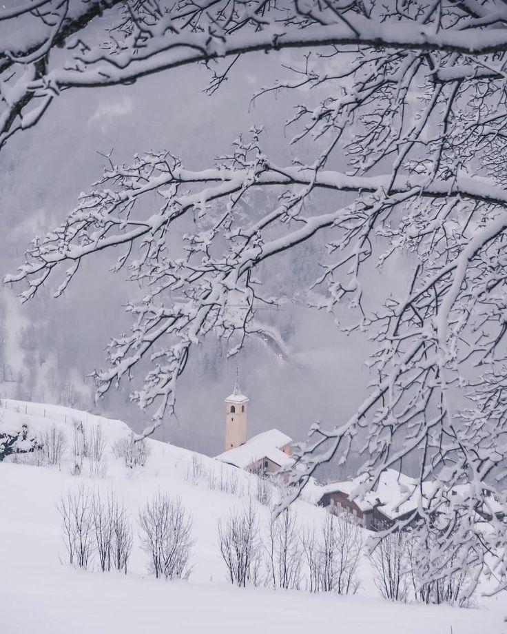 Instagrammer ambassador.land verkende Frankrijk in de winter met een huurauto. Deel ook je roadtrip plezier en plaats de hashtag #MetEenHuurautoZieJeMeer bij je foto's op social media.