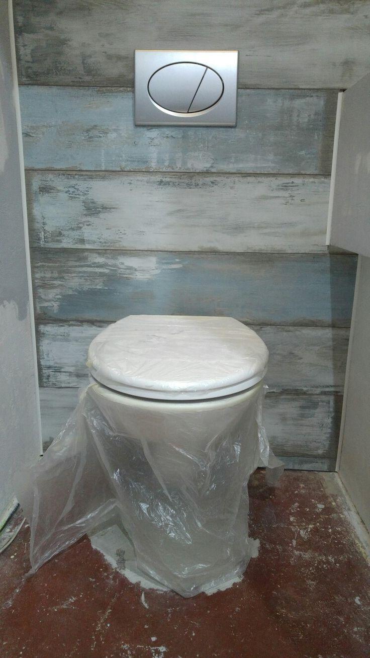 Obložená konstrukce WC.
