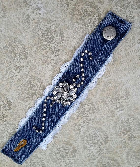Pulsera brazalete de denim jeans reciclado por RepurposedRelicsTX                                                                                                                                                                                 Más