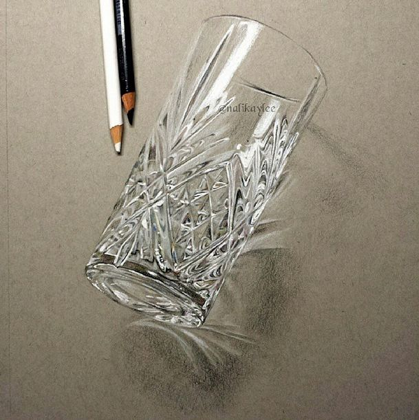 Realistic glass drawing                                                                                                                                                                                 Más
