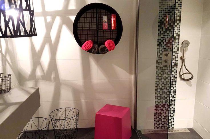 Een #rek hoef je niet altijd in je #living of #salon te gebruiken. Een van onze clientes stuurde ons een foto van haar #industrieel rond rek waarvoor zij een perfecte plaats vond in haar badkamer! Nog maar eens een voorbeeld van hoe je met een industrieel #meubel je #interieur origineel kan inrichten en hoe creatief onze klanten wel zijn! Bedankt Angélique, Prachtige badkamer trouwens! Alvast een fijn weekend iedereen! www.barak7.nl