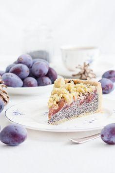 Typisch Herbst: Zwetschgen-Mohn-Kuchen. Mit Quark-Mohnfüllung und Streuseln. Sehr saftig und einfach zu backen.