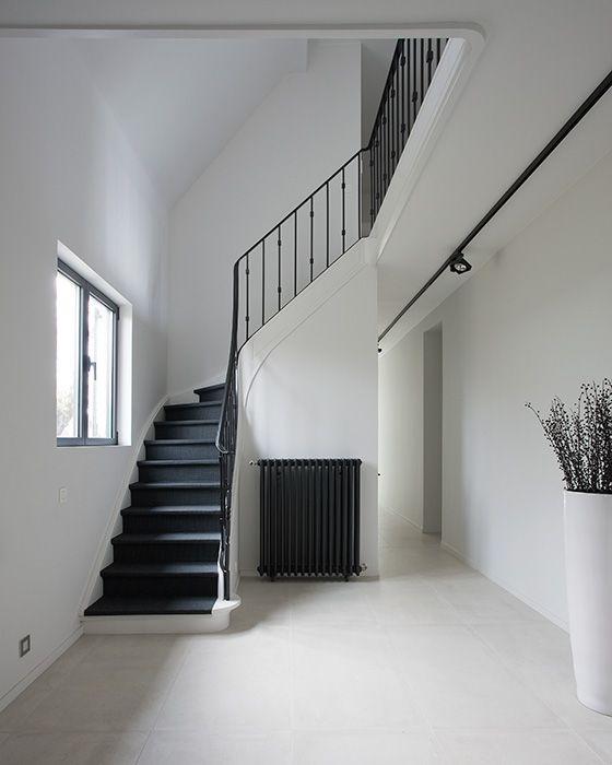 Verwarming zwart/grijs  maken in hal?? Het Atelier - Interieur (Hooglede, West-Vlaanderen) | project: DeWit