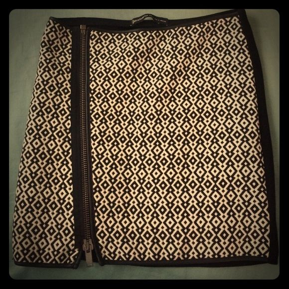 Skirt Front zipper mini skirt. Versatile, and sexy.   100% cotton. NWOT condition. Stradivarius Dresses