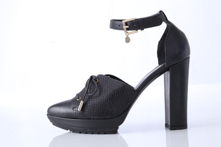Vélez for Leather Lovers | Black and White