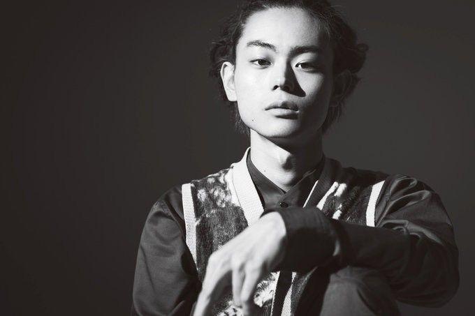 ドラマ『ちゃんぽん食べたか』『民王』、そして映画『ピンクとグレー』と相次いで、ギターを演奏するシーンがある菅田将暉さん。