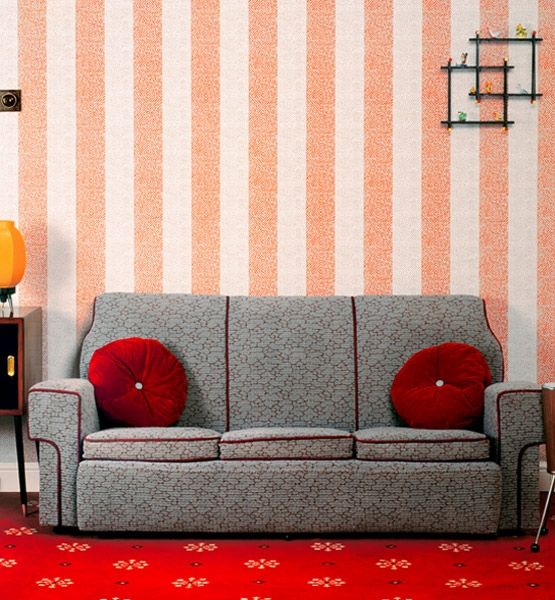 colour combo: Grey Sofa, Rooms Http Bit Ly Hielfe, Retro Living Rooms, Rooms Http Bit Ly Hrr42D, Colored Pillow, Retro Style, Blackandwhite Striped, Red Rooms