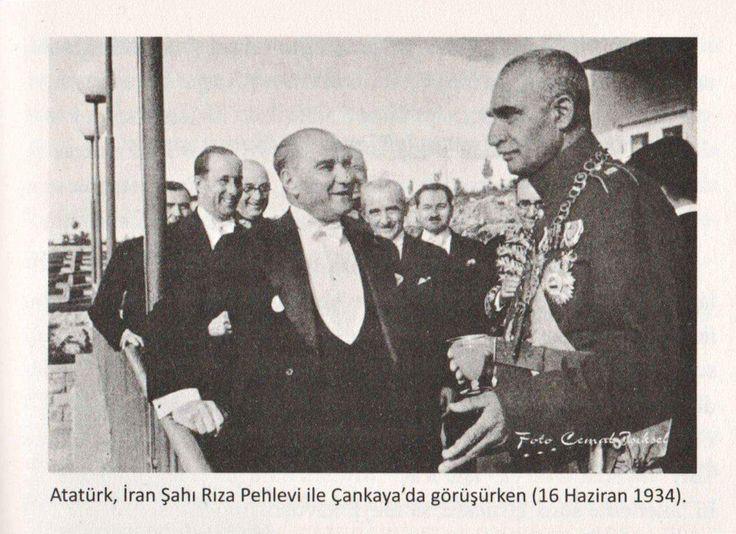 Bu arada İzmir'de Gazi ve Rıza Şah Pehlevi'yi karşılamak için hazırlıklar yapılmış, her yer Türk ve İran bayraklarıyla süslenmişti. 22 Haziran 1934 günü Bornova'ya gelindi. Rıza Pehlevi askeri üniformasının içindeydi. Gazi de açık renk bir elbise giymişti. Önce Bornova Ziraat Enstitüsü ziyaret edildi. Burada bir süre kalan konuklara meyve ve çay ikram edildi. Ardından Halkapınar Şehitliği'ne gelindi. Burada Şahı ve Gazi'yi İzmir Belediye Başkanı Behçet Salih Bey karşıladı. Öğleden sonra…