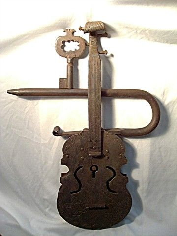 Violin Lock, with key