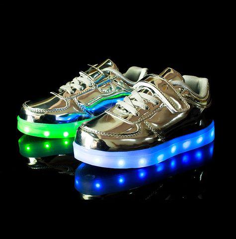 Sølv LED-sko til barn -   LED-skoene finner du i nettbutikken ledtrend.no. Prisene på ledskoene varer varierer fra 599-, og oppover, GRATIS frakt på alle varer. Vi har mange forskjellige LED-sko, ta en titt da vel? på: www.ledtrend.no