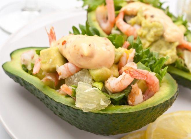 Салат из авокадо с креветками, ссылка на рецепт - https://recase.org/salat-iz-avokado-s-krevetkami/  #Салаты #блюдо #кухня #пища #рецепты #кулинария #еда #блюда #food #cook
