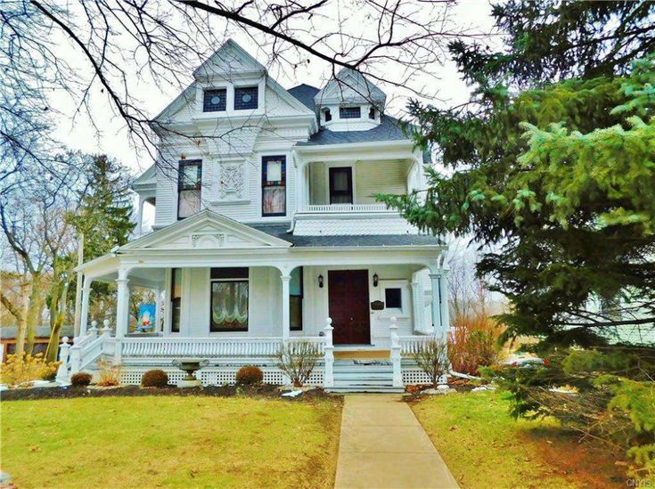 1886 Queen Anne In Auburn Ny 299 000 Old House Dreams In 2021 Old House Dreams House Building A House