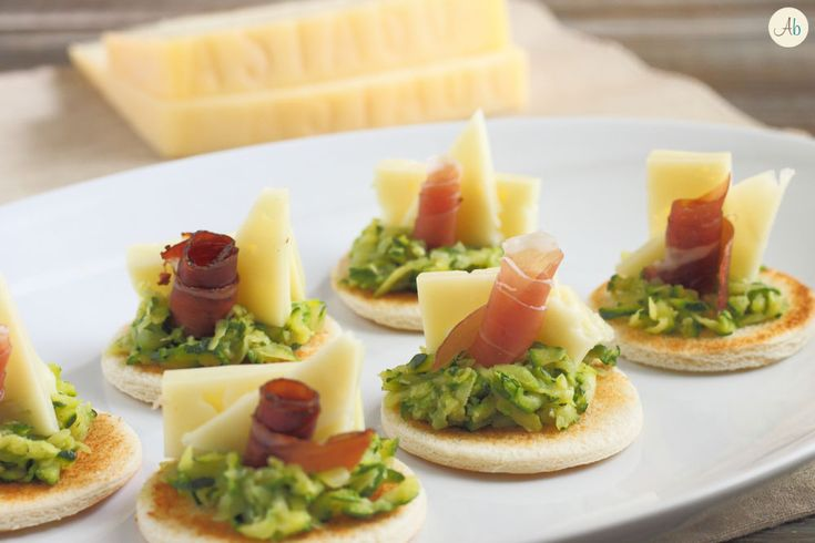 Crostini con Zucchine e Formaggio Asiago DOP Fresco