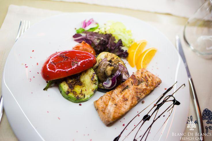 Гриль меню :овощи и лосось