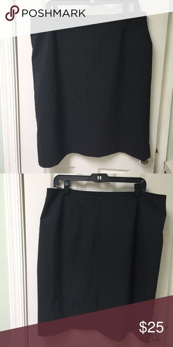 Plus size Tahari pin stripe pencil skirt Excellent skirt for professional wear. Gently used. Fully lined. EUC Tahari Skirts Pencil