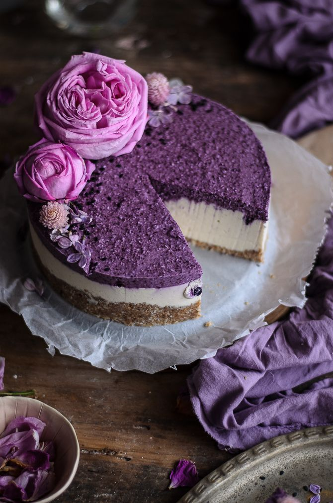 Blueberry vanilla coconut raw cheesecake