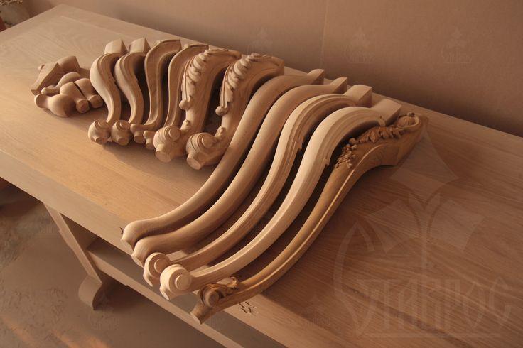Резные гнутые мебельные ножки и опоры из дерева. #декор #дизайн Carved curved furniture legs and supports are made of wood. #design #decor #wooden