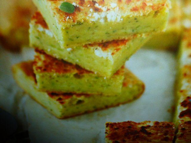 Focaccia ricetta con zucchine feta menta