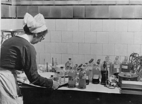 GUY'S HOSPITAL LIFE LONDON HOSPITAL ENGLAND 1941 (D 2324)