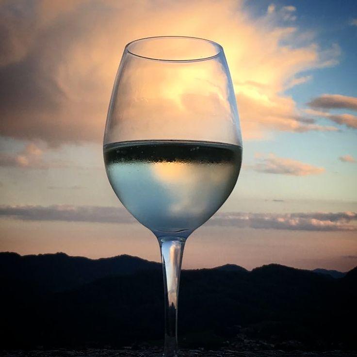 Tramonto...divino!#sunset #beautifulsunset #picoftheday #tramonto #divino #bicchieredivino #wineglass #diwine #francesconcollodi #francescon #collodi #instagram