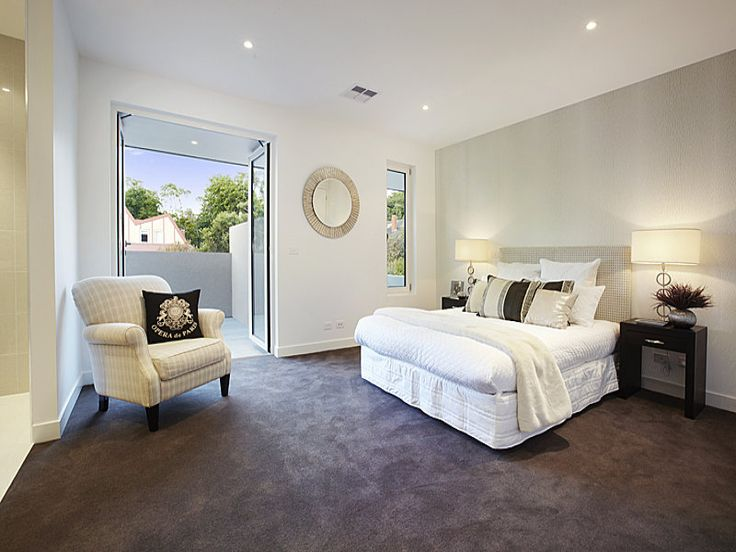 Classic bedroom design idea with carpet & balcony using beige colours - Bedroom photo 998345