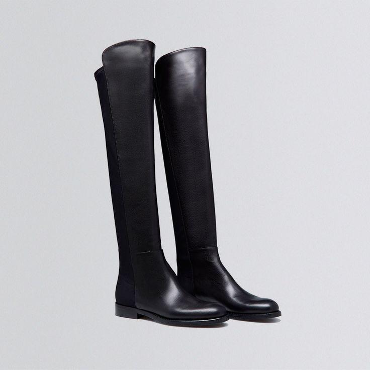 Unser Overknee-Stiefel 'Vanessa Nera' wurde von erfahrenen Schuhmachern am italienischen Leisten in gewohnter Scarosso Qualität in unserer Manufaktur in Italien gefertigt. Der Stiefel ist aus hochwertigem italienischem schwarzen Kalbsleder und von der Ferse abgehend ist der Schaft in einem schwarzem Microstretch gehalten, was dem Schuh eine perfekte Passform verleiht. Die schwarze Vollledersohle wurde mit einer Anti-Slip Rutschsohle für Wetterbeständigkeit beschichtet. <br> • Ha...