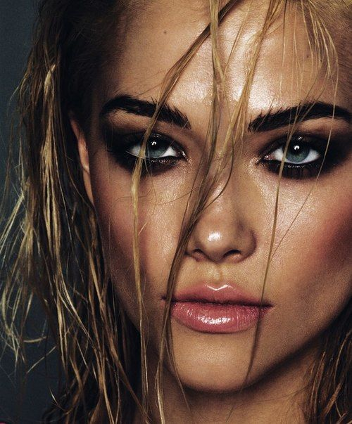 Wet look and smokey eye.                                                                                                                                                      More